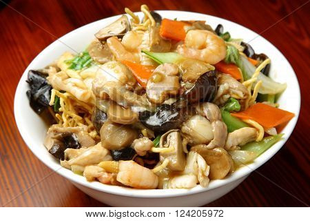 close up shot of chinese fried noodle