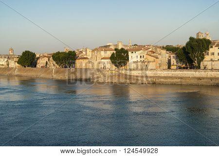 Arles (Bouches-du-Rhone Provence-Alpes-Cote-d'Azur France): cityscape along the river at evenng