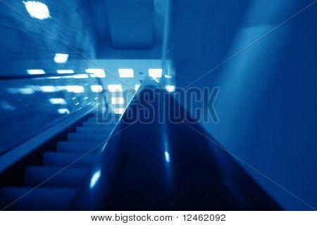 Rolltreppe Transport Bewegung verwaschenes Betriebswirtschaftlicher Hintergrund