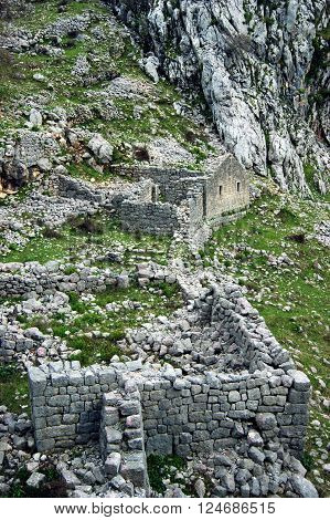 Attraction neighborhoods of the city of Kotor - an ancient village Shkalyari