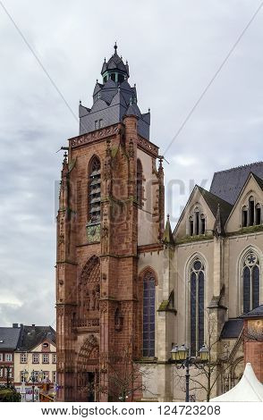 Wetzlar Cathedral is a large church in the town of Wetzlar Germany.Construction began in 1230 and is still unfinished