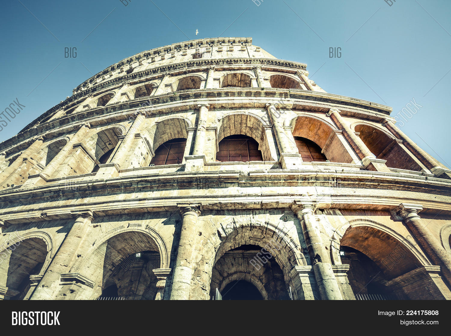 colosseum of rome powerpoint template colosseum of rome powerpoint