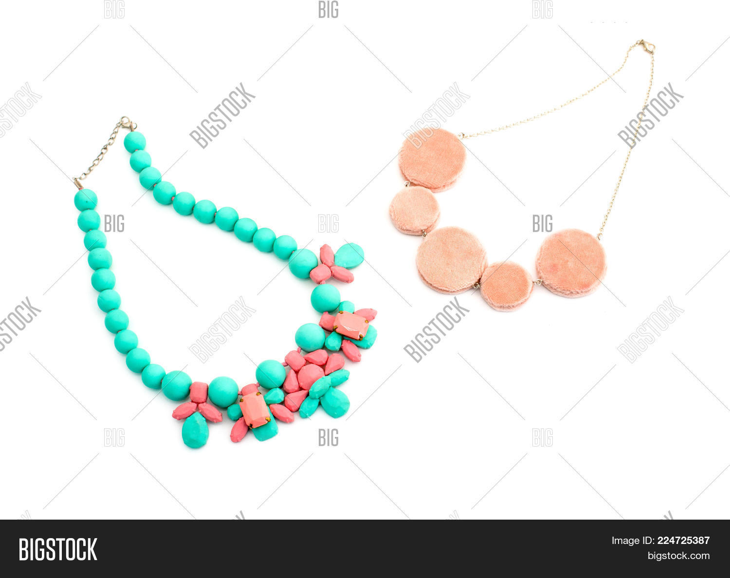 Sophisticated Necklace Powerpoint Background Powerpoint Template