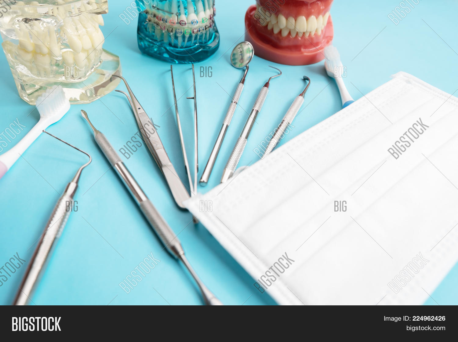 Medicsl orthodontic dentist tools powerpoint template medicsl y toneelgroepblik Gallery