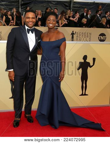 LOS ANGELES - JAN 21:  Anthony Anderson, Alvina Stewart at the 24th Screen Actors Guild Awards - Press Room at Shrine Auditorium on January 21, 2018 in Los Angeles, CA