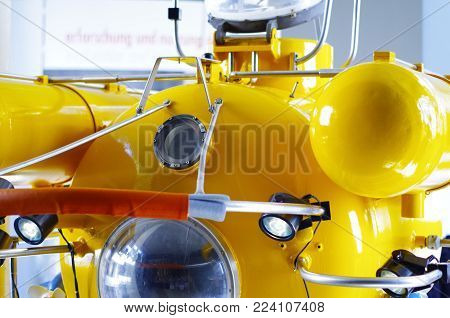 Yellow submarine for deep sea research and exploration of the seabed