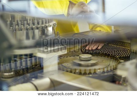 Ampule/vial Inspection Machine.inspects Vials And Ampules For Particulates In Liquid And Container D
