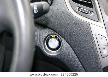 Ignition key, start-stop, start-up in the car.