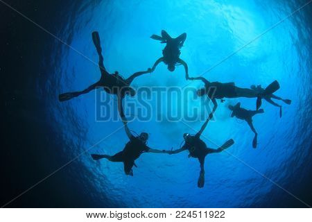 Scuba divers group