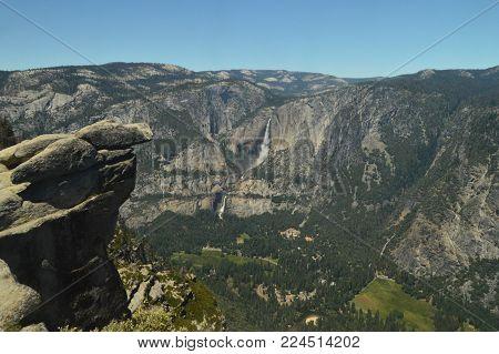 Beautiful Views Of The Valley Of Yosemite National Park. Nature Travel Holidays. June 29, 2017. Yosemite National Park. Mariposa California. USA. EEUU