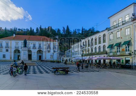 TOMAR, PORTUGAL - DECEMBER 27, 2017: Scene of the main square (praca da republica), and the town hall, with locals and visitors, in Tomar, Portugal
