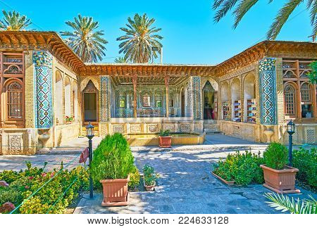 Shiraz, Iran - October 12, 2017: The  Shady Courtyard Of Zinat Ol-molk Complex Is Occupied With Perf