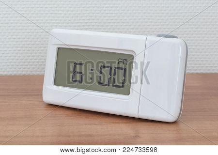 Clock Radio - Time - 06.00 Pm