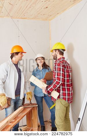 Craftsmen in meeting with carpenter as a team