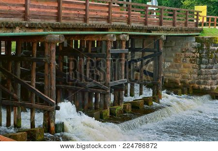 Gateway Hydraulic, Hydraulic Structure To Adjust The Water Level In The Channel