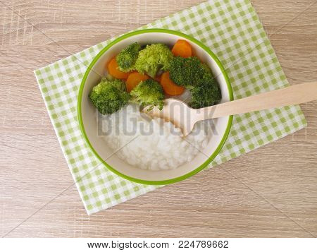 Homemade rice congee with brokkoli and carrot