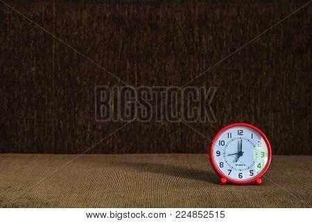 Alarm clock at 07:00 am or pm,At seven o'clock