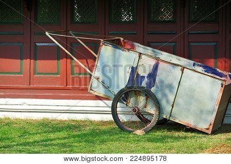 Two Wheel Push Cart for Gardening Work