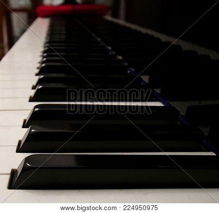 piano keyboard, black keys, white keys, reflection, black piano