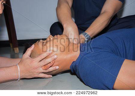training health care provider in Bangkok Thailand 25Jan2018; training health care provider manual in line and collar safe spinal injury in Navy hospital Bangkok Thailand 25Jan2018