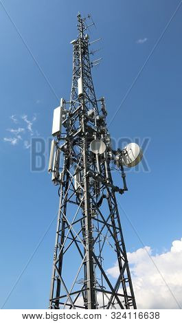 Big Antenna With Many Repeater To Telephony And Internet