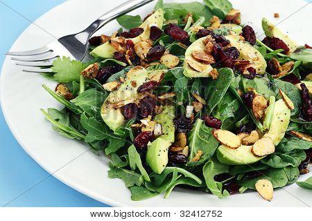 Spinat und Avocado-Salat