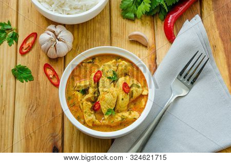 Spicy Chicken Breast In Yellow Curry Sauce
