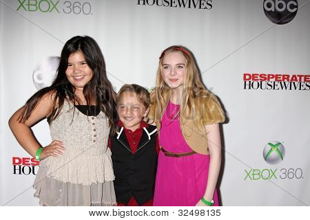 LOS ANGELES - APR 29:  Madison De La Garza, Mason Vale Cotton, Darcy Rose Byrnes arrives at the