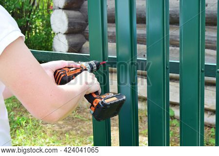 Construction Of A Fence From A Fence Board Made Of Wood-polymer Composite Using A Screwdriver. Close