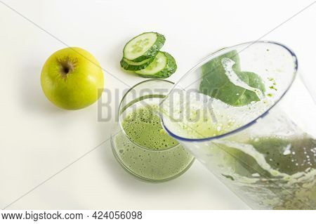 Step By Step Green Smoothie Recipe. Step 3 Pour Prepared Drink Into  Glass. Home Cooking. Vegan Heal