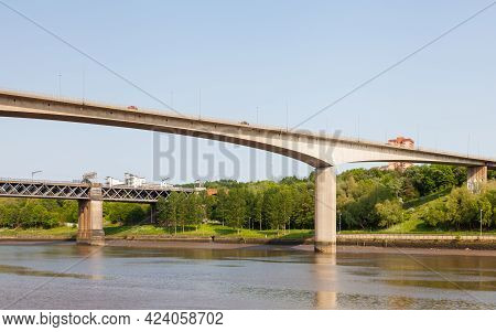 Traffic Is Seen Crossing Redheugh Bridge Over The River Tyne And In The Background Is The King Edwar