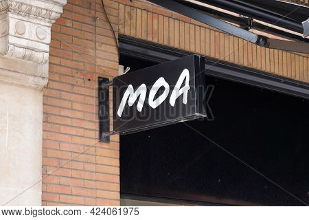 Toulouse , Occitanie France - 06 06 2021 : Moa Logo Brand Fashion Shop And Text Sign Store On Facade