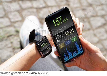 Smart Watch Health Gadget For Running. Runner App