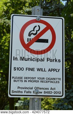 Smiths Falls, Ontario, Ca, June 16, 2021: Smoking Bylaw Sign Posted In Centennial Park Of Smiths Fal