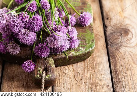 Schnitt-onion, Chives Flowers On A Wooden Board On A Wooden Background.