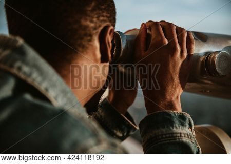 Man enjoying the view of Los Angeles city from the Griffith Observatory, USA