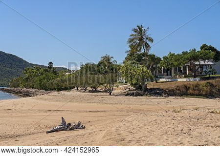 Cape Gloucester, Queensland, Australia - June 2021: Homes On The Beach With A Sandy Ocean Frontage A