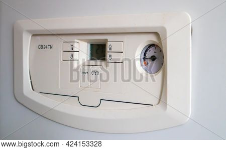 Internal Control Of A Gas Double-circuit Boiler With A Pressure And Temperature Sensor In The Home H