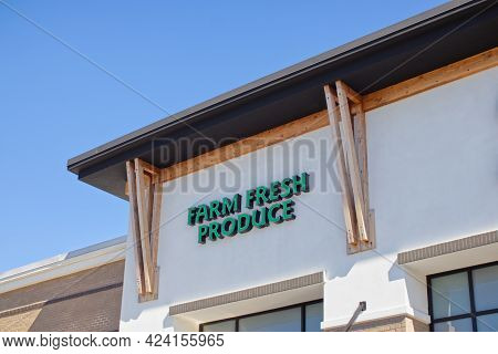 Augusta, Ga Usa - 03 04 21: Sprouts Grocery Retail Store Sign Building Corner And Sky In Green