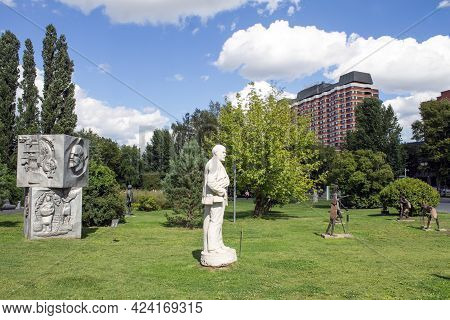 Moscow, Russia - August 16, 2016: The Monument To Vladimir Lenin In The Sculpture Garden In Museon (