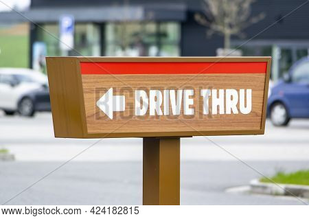 Drive Thru Sign Near A Fast Food Restaurant Showind The Direction For Cars Of Customers