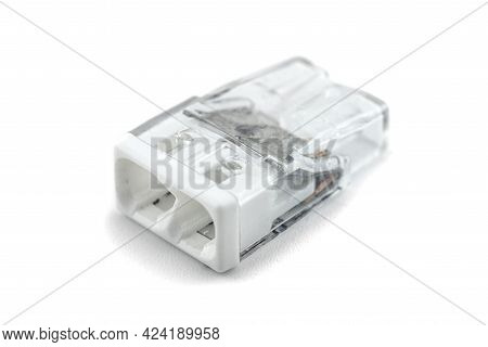 2-terminal Self Locking Splicing Connector For Stranded And Solid Wires For Electric Cables, Isolate