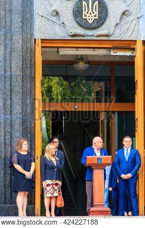 Kiev, Ukraine - August 23, 2019: Ukrainian Officials And Ministers Near The Building Of Cabinet Of M