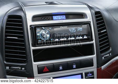 Novosibirsk, Russia - June 19, 2021:hyundai Santa Fe, Car Dashboard Audio In Fm-receiver, Cd, Volume