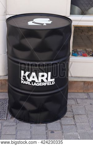 Toulouse , Occitanie France - 06 16 2021 : Karl Lagerfeld Logo Brand And Text Sign Premium Shop Outl