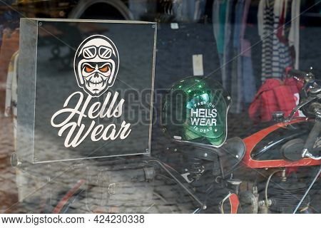 Toulouse , Occitanie France - 06 16 2021 : Hells Wear Brand Logo And Sign Text Front Of Store Men Bo