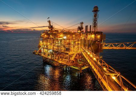 Offshore Platform Or Oil And Gas Processing Platform That Produce Natural Gas And Condensate For Pet