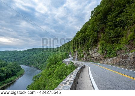 Sparrow Bush, Ny - Usa - June 18, 2021: A View Of The Hawk's Nest, A Scenic Location Outside Port Je