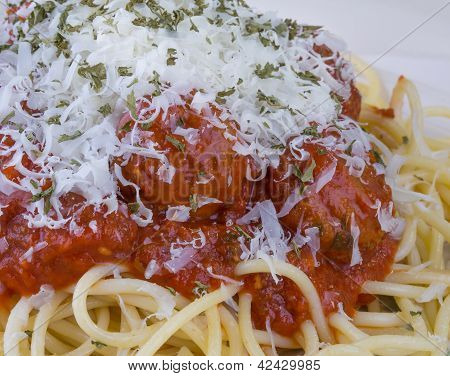Spaghetti And Meatbals With Cheese