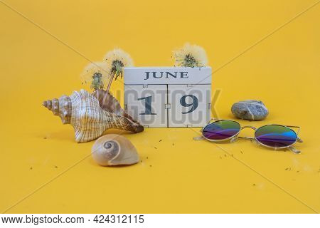 Calendar For June 19: Cubes With The Number 19, The Name Of The Month Of June In English, Shells, Se